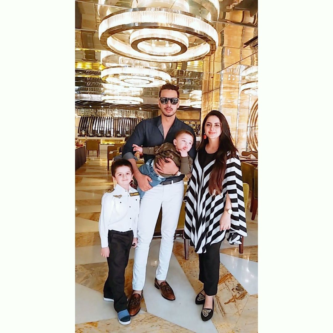 Fatima Effendi Actress Birthday Celebration with Family (12)