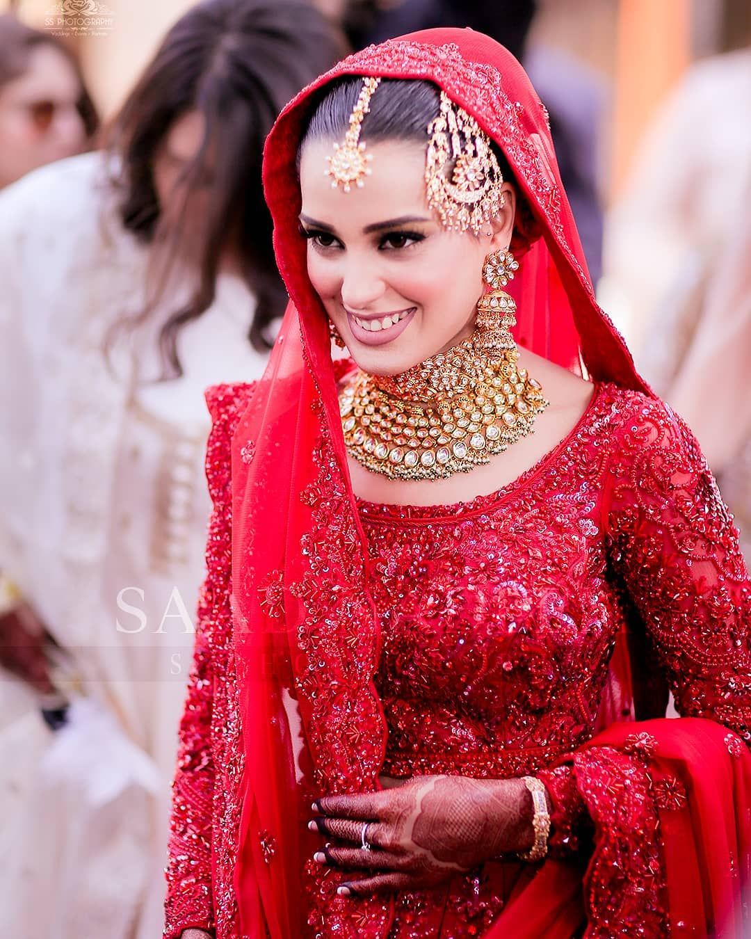 Iqra Aziz and Yasir Hussain Wedding Pictures (17)
