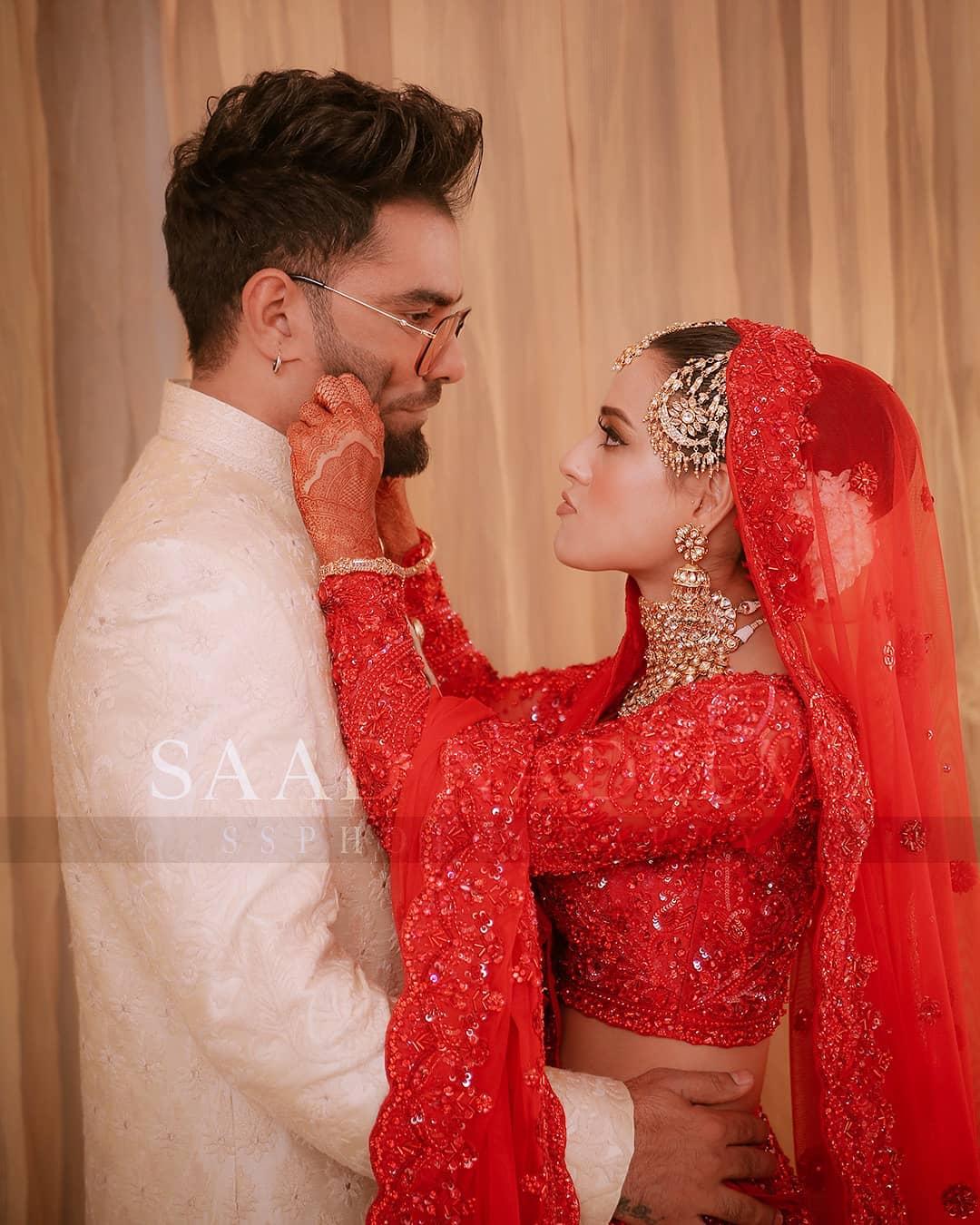 Iqra Aziz and Yasir Hussain Wedding Pictures (28)