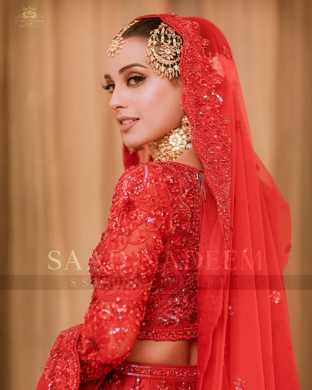 Iqra Aziz and Yasir Hussain Wedding Pictures (38)