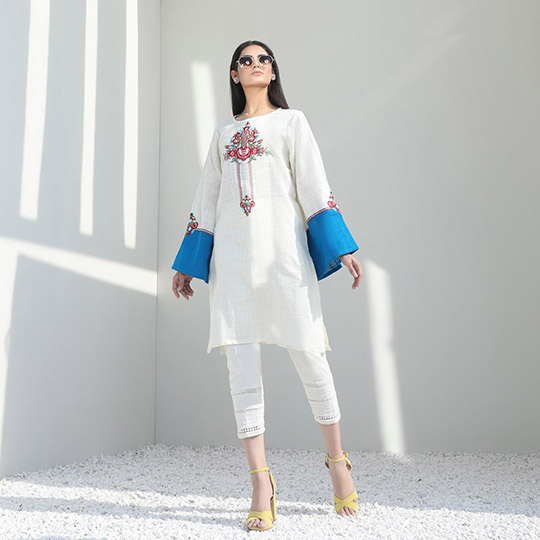 Mid-Winter Minimalistic Fashion Collection 2020 By Sana Safinaz (6)