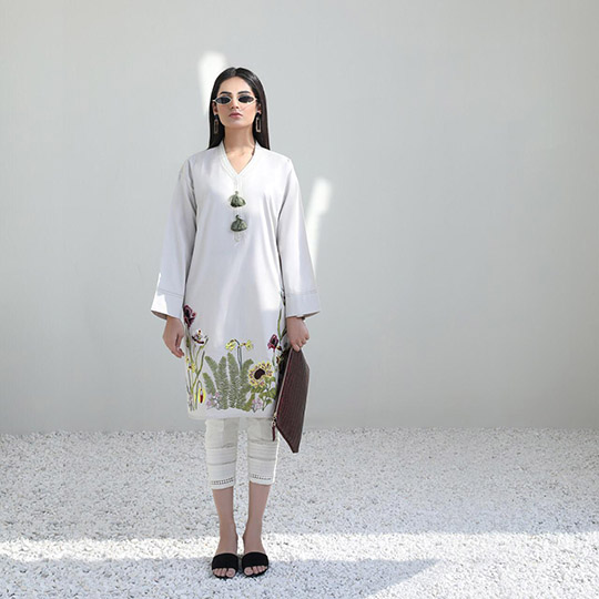Mid-Winter Minimalistic Fashion Collection 2020 By Sana Safinaz (8)