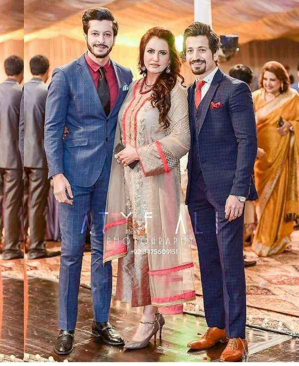 Saba Faisal Images with Family at Wedding Event