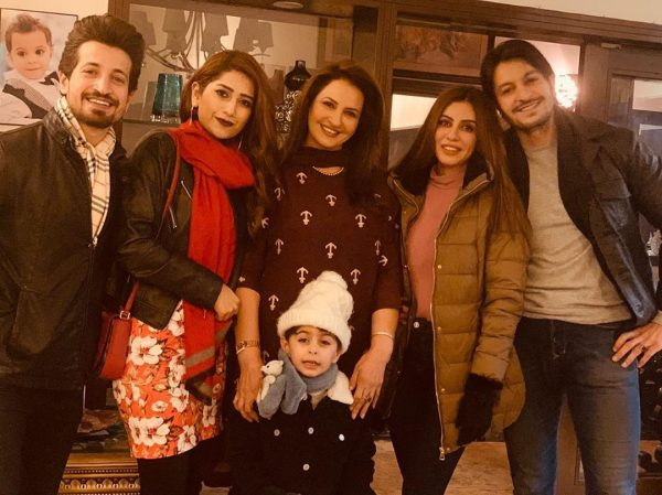 Saba Faisal Images with Family at Wedding Event (7)