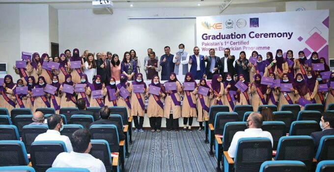 Women who are rewiring the system Graduation ceremony (1)
